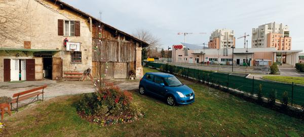 Casolare tradizionale e edifici nuovi, Budrio.Traditional farmhouse and new buildings, Budrio.