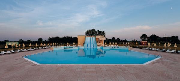 Piscina, Castello d'Argile.Swiming pool, Castello d'Argile.